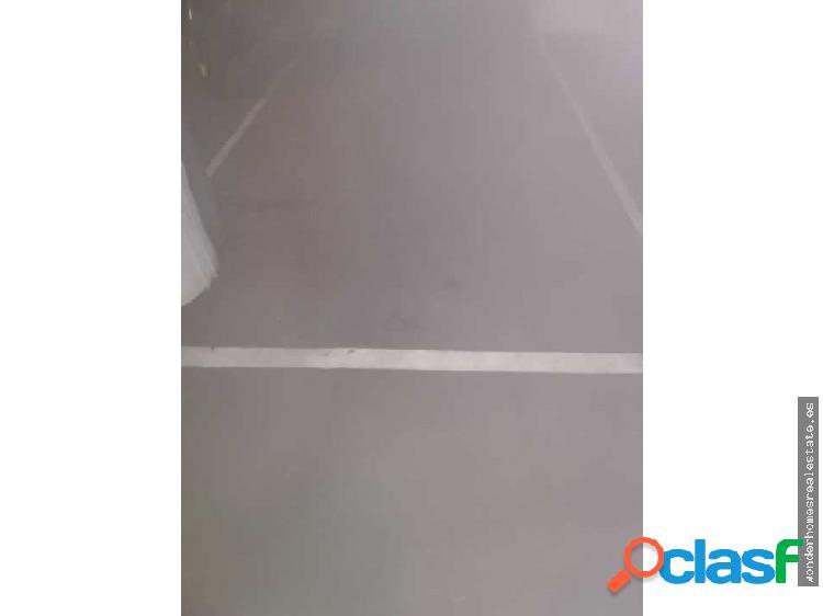 Ref 196 Amplia plaza de parking en el centro!