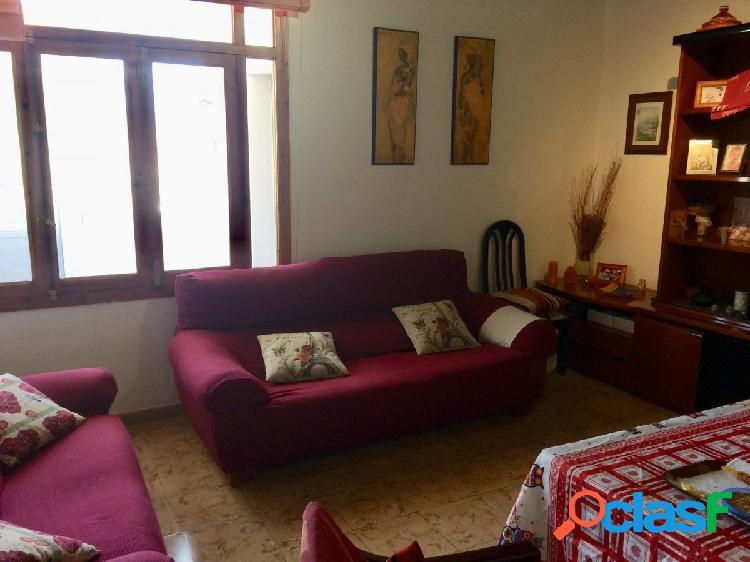 SE VENDE PISO DE 120 con 3 habitaciones dobles y 1