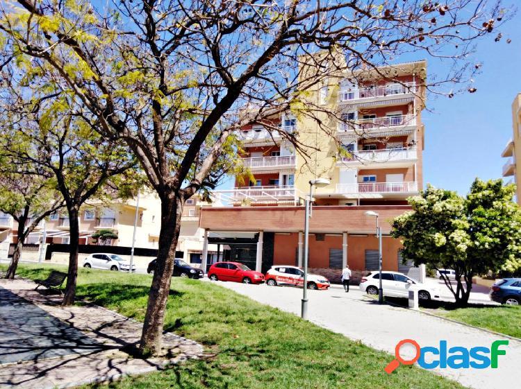 Se vende piso con amplia terraza en Churra