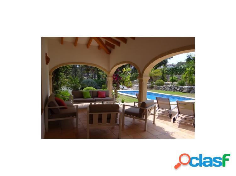 Tosalet villa de estilo mediterráneo con carácter