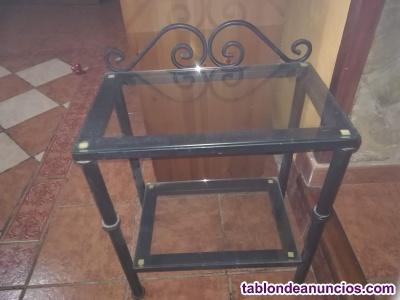 Vendo dos mesas de noche de hierro forjado y cristal 60