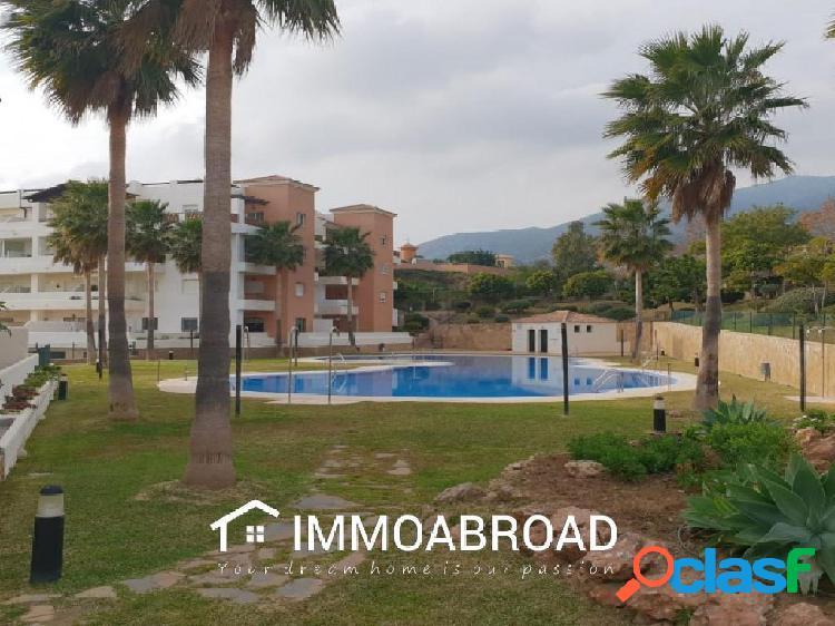 Apartamento en venta en Benalmádena con 2 dormitorios y 2