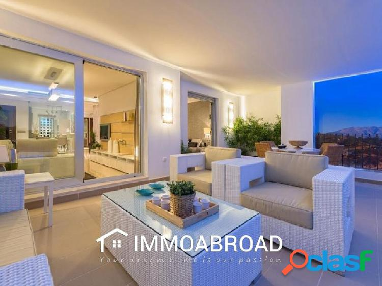 Apartamento en venta en Marbella con 3 dormitorios y 2