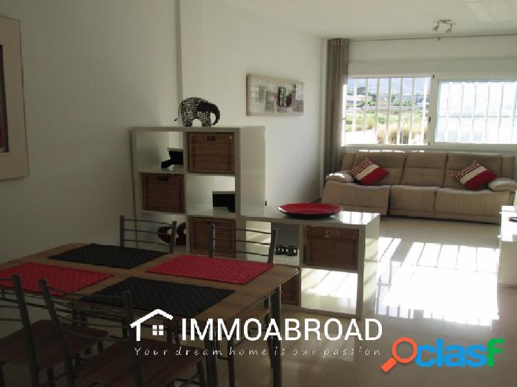 Apartamento en venta en Oliva con 2 dormitorios y 2 baños