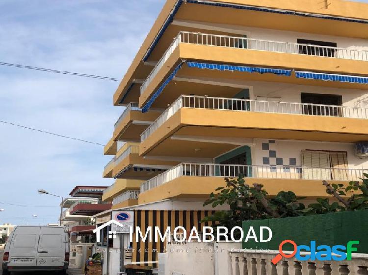 Apartamento en venta en Oliva con 3 dormitorios y 1 baños