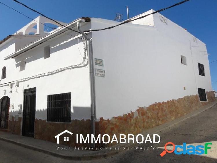 Casa en venta en Oliva con 3 dormitorios y 1 baños