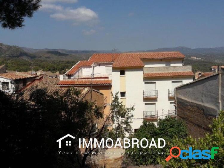 Casa en venta en Rasquera con 4 dormitorios y 2 baños