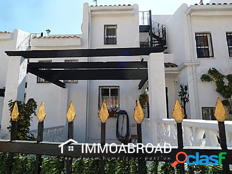 Chalet en venta en La Nucía con 4 dormitorios y 3 baños