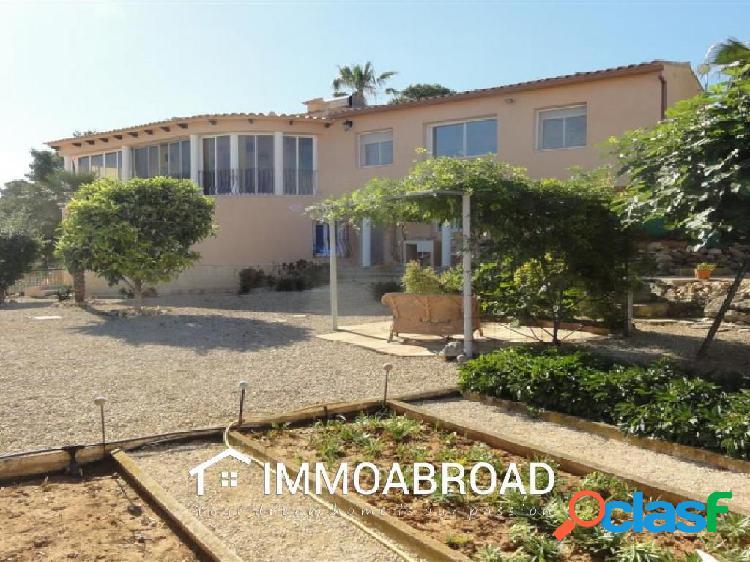 Chalet en venta en Oliva con 7 dormitorios y 3 baños