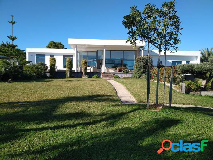 Gaarchik vende en exclusiva Villa de exclusivo diseño