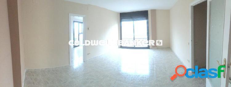 Amplio piso de tres habitaciones en la zona de Vallcarca