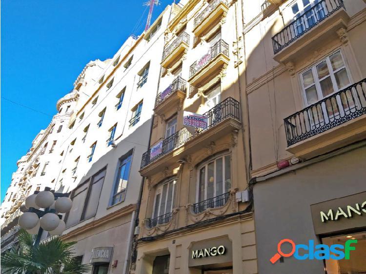 Edificio de 4 alturas con 950 m² situado en Ciutat Vella -