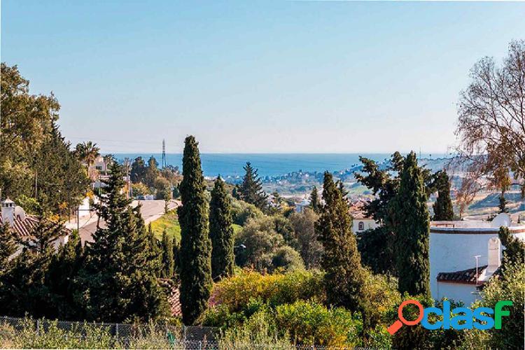 Parcela en Estepona con vistas al mar y al golf