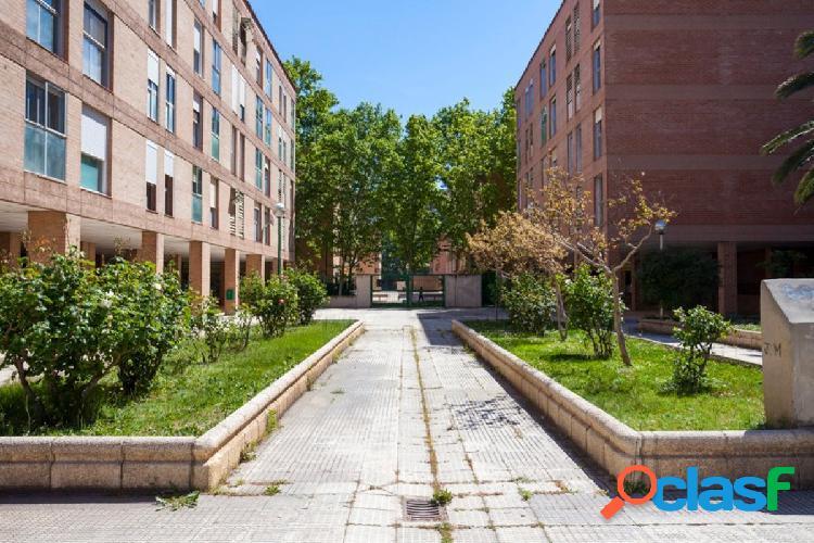 Piso de 4 dormitorios con garaje y trastero. Actur- Zaragoza