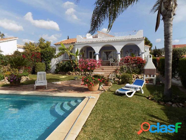 Villa en Marbella Este, cerca de la ciudad