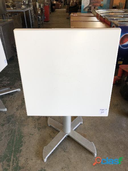Mesa plegable de madera color blanco
