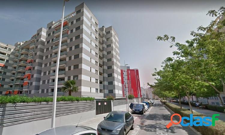 Apartamento con piscina y plaza de parking en la playa de