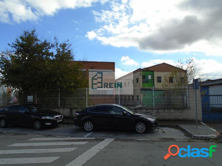 Conjunto industrial de 3 naves en Alcalá de Henares