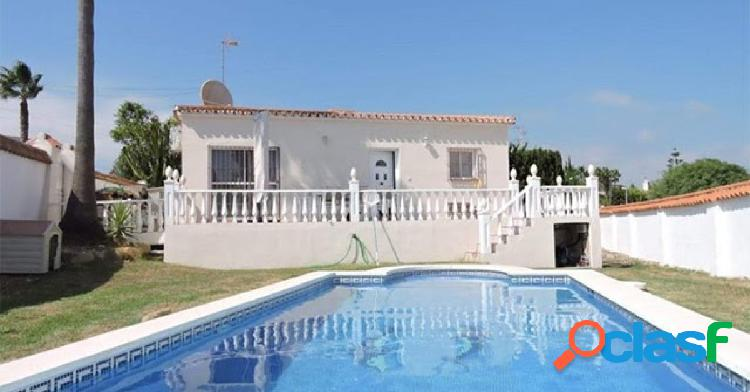 Chalet orientada al sur, Estepona, con jardín y piscina