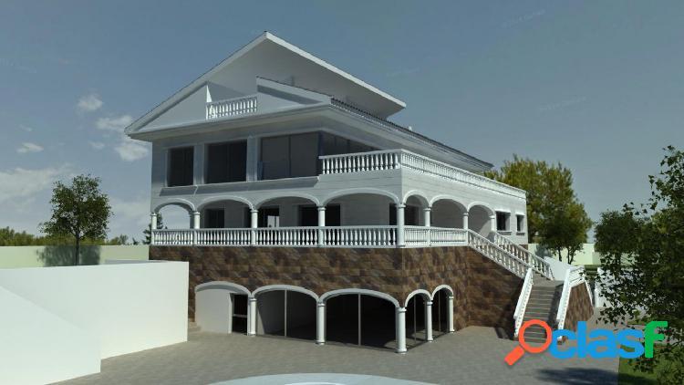 Construcción inacabada de una villa de lujo en la Costa