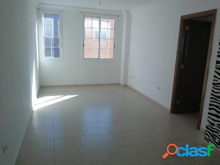 San Isidro. 3 habitaciones y 2 baños en edificio calidad