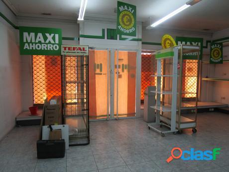 Urbis te ofrece un amplio local comercial en zona San