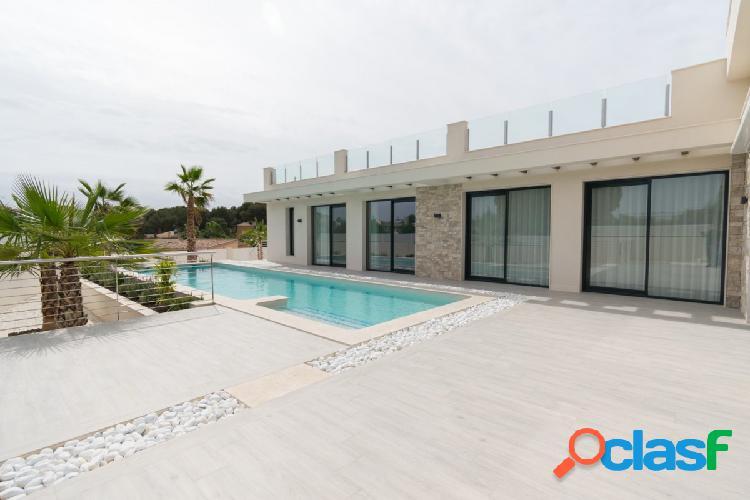 Villa de Lujo de Obra Nueva en los Balcones
