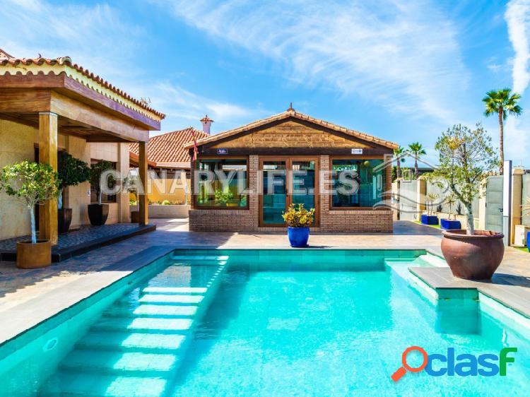 Villa de lujo de 3 plantas con piscina