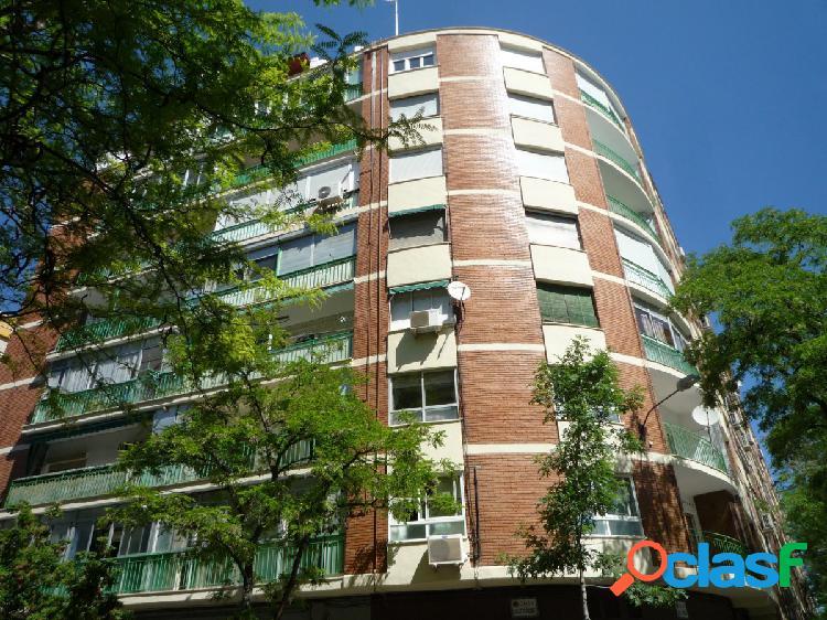 Se Vende Piso de 2 Dormitorios en San José con Ascensor.