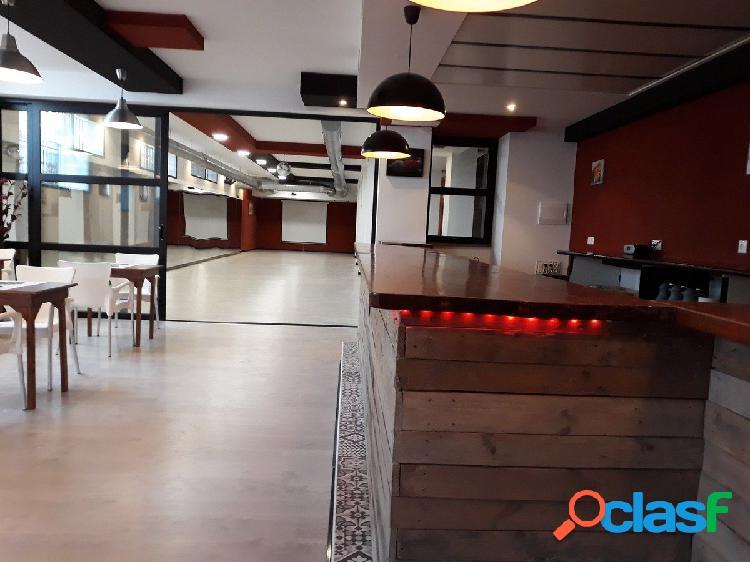 Se vende local de 330 m2 montado como Bar y Academia de