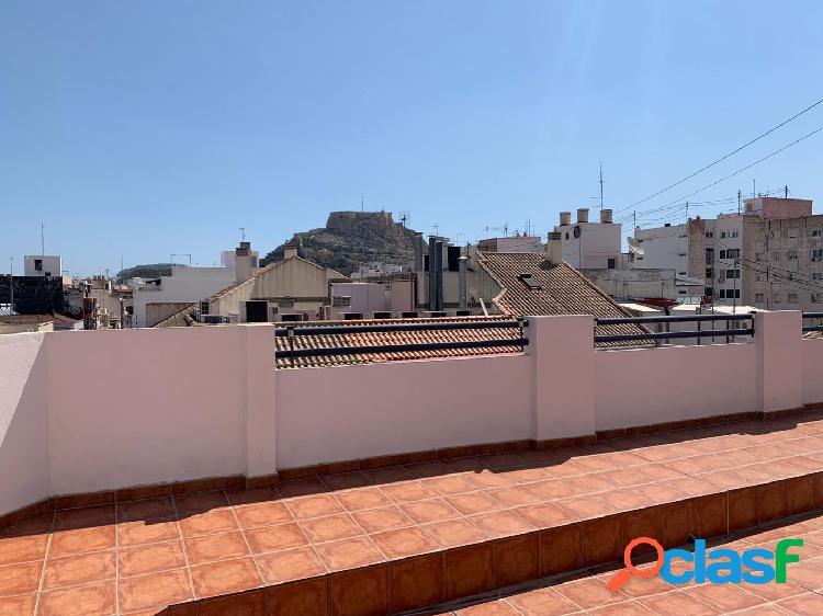 Ático en edificio con encanto en el centro de Alicante