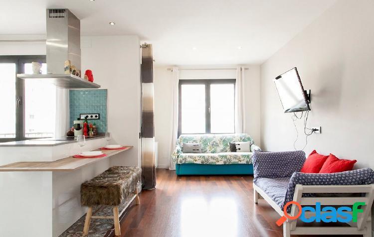 Piso en venta reformado de 83m2 con 3 habitaciones en Carrer