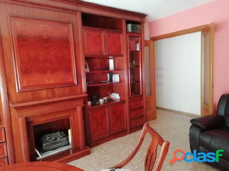 Bonito piso de 4 habitaciones y dos baños en la Raiosa.