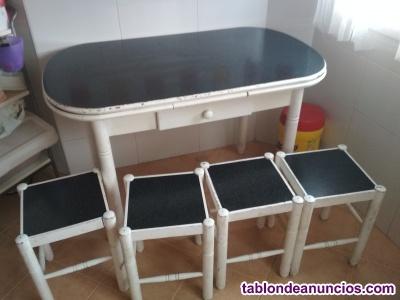 Mesa de cocinas y 4 taburetes