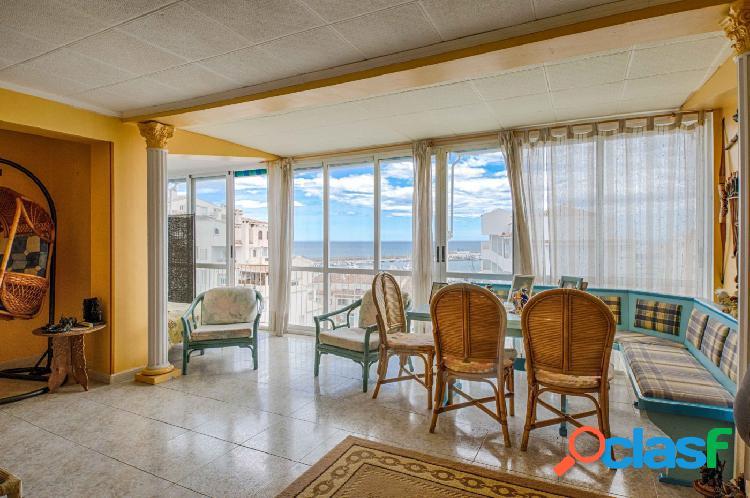Apartamento de dos dormitorios con vistas al mar en la zona