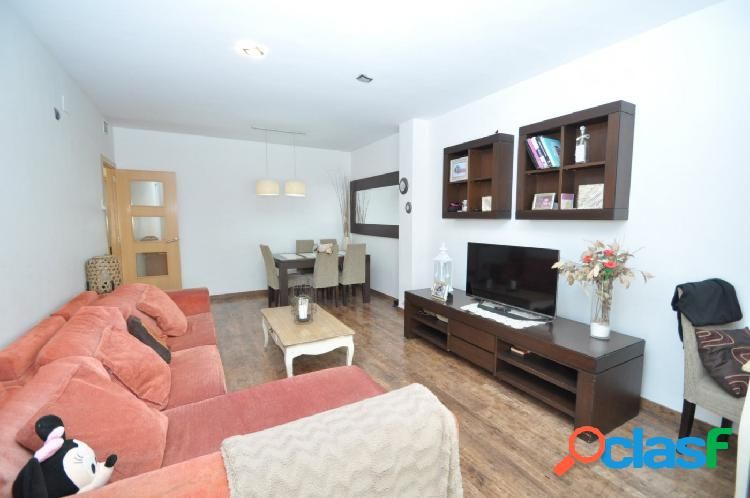 Casa en venta en la zona del Barri con 4 dormitorios y 2wc