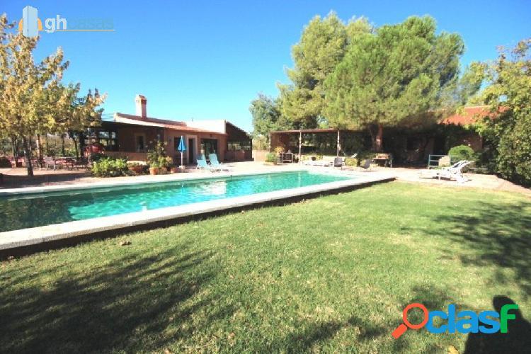 Casa familiar y Complejo Rural en parcela de 13.900 m2.