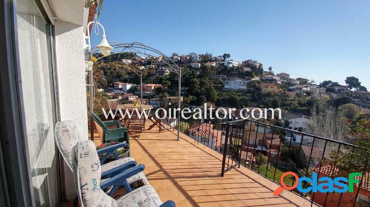Dúplex en venta con vistas al mar en Santa Susanna