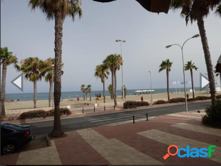 Piso en Roquetas, primera línea de playa