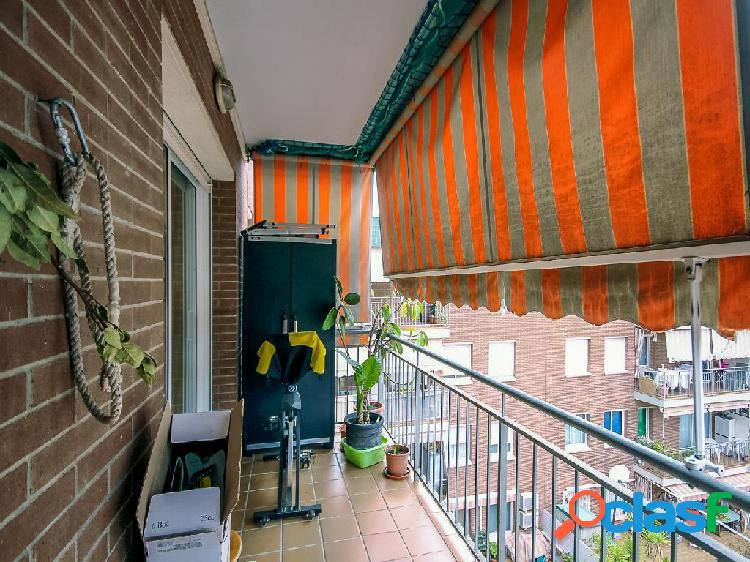 Piso en venta de 115 m² en Calle Escocia, 08016 Barcelona