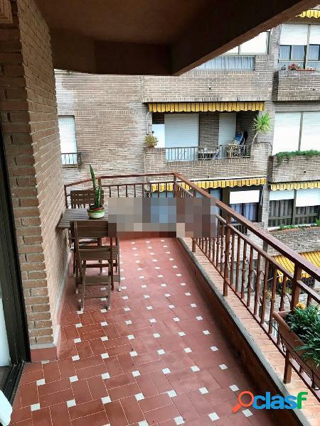 Se alquila luminoso y amplio piso en el centro de Murcia
