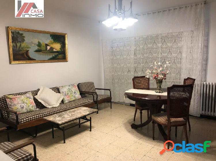 Se alquila piso de 4 habitaciones en Zona la Paz