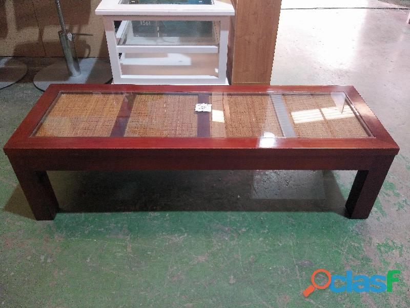Mesa baja de madera con cristal