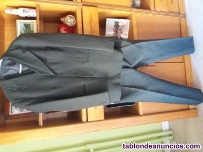 Vendo traje de caballero color gris talla 48