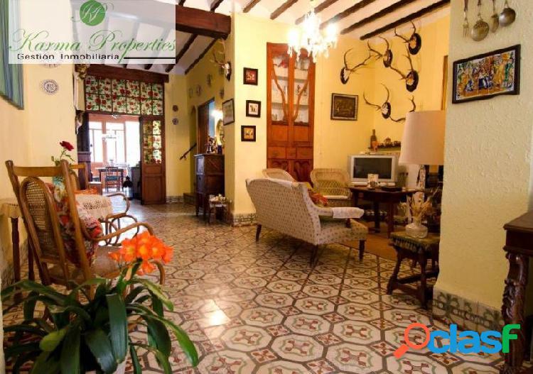 Encantadora casa de pueblo con patio interior en Benigembla
