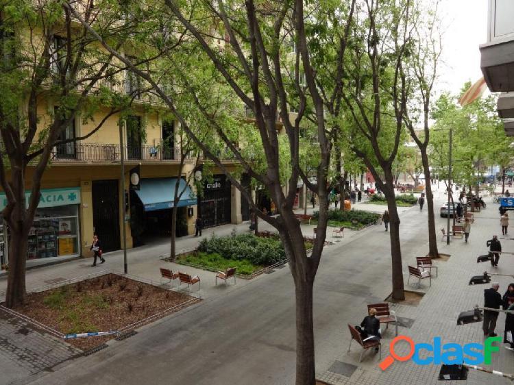 Piso en calle Compte Borrell / Floridablanca junto al