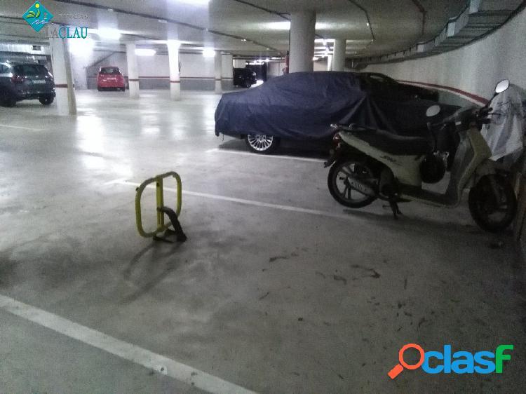Plaza de parquing para coche grande en Aiguadolç