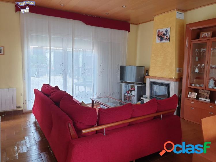 Preciosa casa de 290 m2, 3 hab, 3 baños, parking en la zona