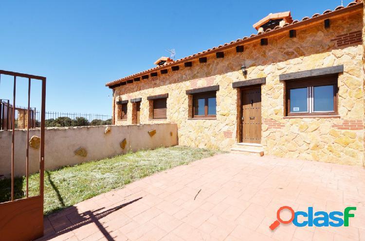 Urbis te ofrece un estupendo chalet en Zarapicos, Salamanca