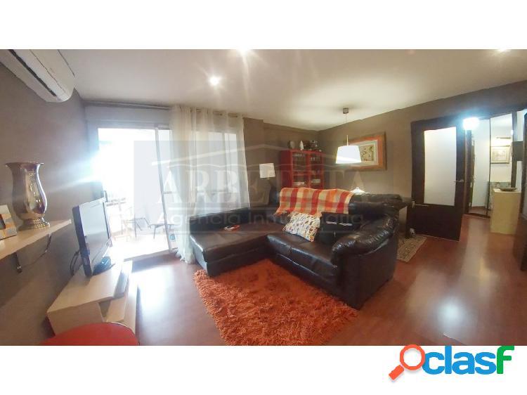 Estupendo piso en venta en Zona Constitucion-Balconcillo de